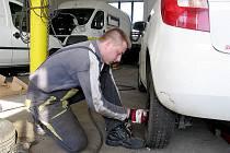 Zimní pneu jsou na namrzlé a zasněžené vozovce povinné od 1. listopadu