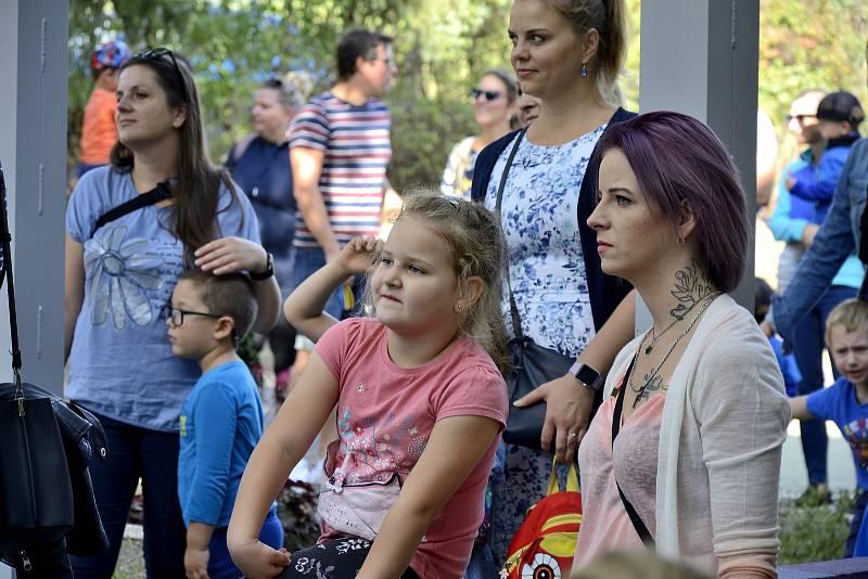 Ze zahradní slavnosti v mateřské škole Pod Homolkou.