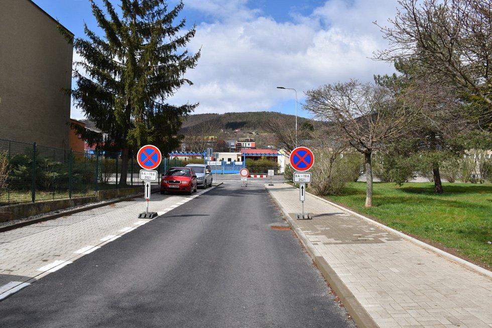 Předáním staveniště zástupcům firmy Strabag se zahájila 1. etapa rekonstrukce ulice Karla Čapka.