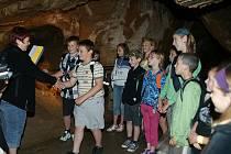 Školáci z Tmaně si odnesli vysvědčení z Kněpruských jeskyní