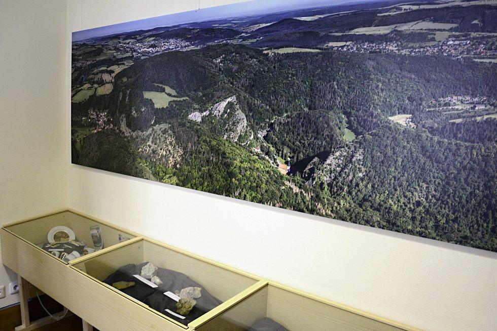 Panoramatické foto obce Svatý Jan pod Skalou od fotografa Jiřího Jirouška z Příbrami, který fotí ze svého rogala.