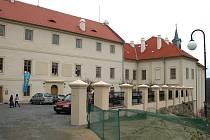 Oprava nižborského zámku už stála obec několik milionů korun. Výstava zahrádkářů bude letos poslední akcí na zámku