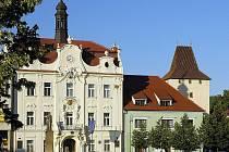 Radnice a Pražská brána v Berouně.