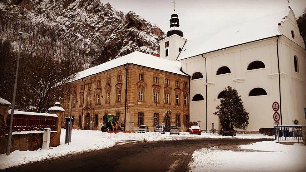 Svatý Jan pod Skalou v zimě.