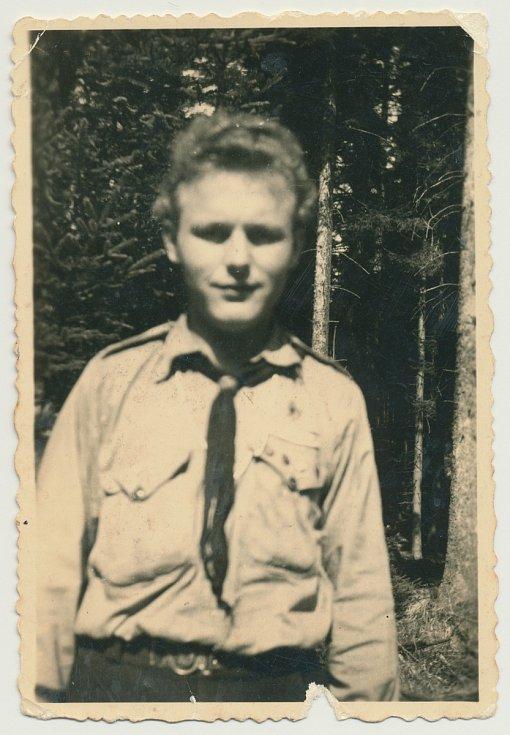 Junák Komárov (1945 - 1948). Výprava na Tok (1946). Na fotografii: Jindřich Klekner – vedoucí oddílu (1926 - 1988).