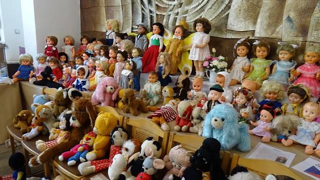 Výstava panenek spolku Milovníci panenek.