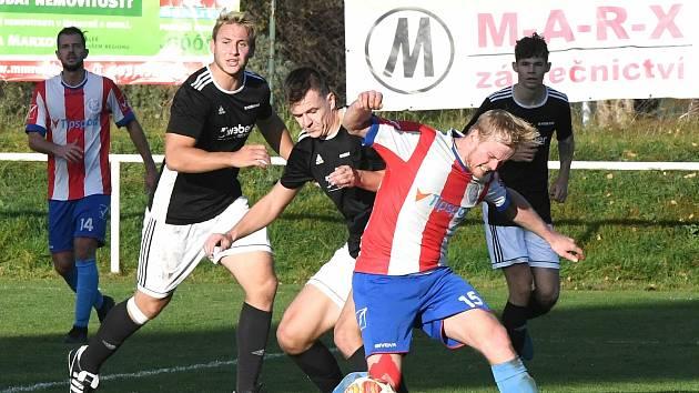 U míče je střelec dvou gólů Berouna Tomáš Lhotka. Foto: Pavel Paluska