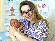 SAMUEL STAŠ z Králova Dvora se narodil na sále rokycanské porodnice 9. května třináct minut po půlnoci. Manželé Zuzana a Martin znali pohlaví svého prvního dítěte dopředu. Malý Samík vážil při narození 3,74 kg a měřil 50 cm. Tatínek byl u porodu pomáhat.