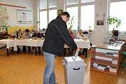 V berounském regionu přišlo k volbám letos abnormálně voličů, a to hlavně z řad mladých lidí. Volební komise byly nadšené.