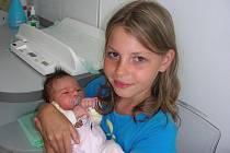 Velkou radost mají sourozenci Dominika (10), Bára (14) a Jirka (18), neboť k nim v neděli 27. června přibyla sestřička Lucinka. Po porodu vážila holčička 3,80 kg a měřila 51 cm. Rodiče Jaromíra Hájková a Roman Bureš si Lucinku odvezou z porodnice domů do