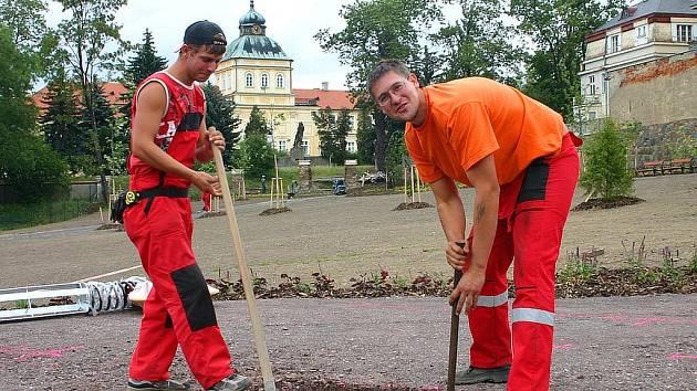 Na obnově zeleně v Panské zahradě se v posledních dnech intenzivně pracuje.