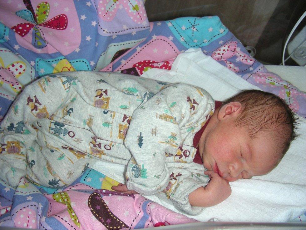MANŽELŮM Vendule a Davidovi Štochlovým z Cheznovic se 6. srpna 2017 narodil druhý syn a dostal jméno Tadeáš. Chlapečkovy porodní míry byly 50 cm a 3,65 kg. Tadeášek bude vyrůstat s bráškou Davídkem (2 r. 4 měs.).
