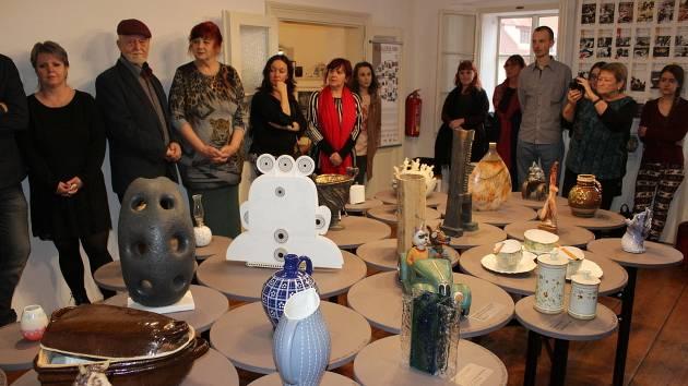Z vernisáže retrospektivní výstavy 30x Galerie MBK v Muzeu berounské keramiky v Berouně.