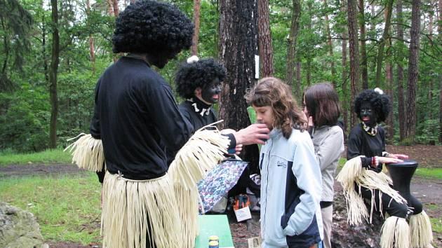 Děti se v Pohádkovém lese dobře bavily.