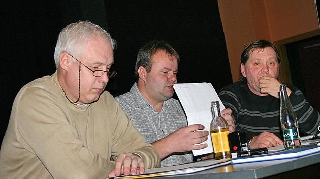 Hořovické vedení. Zleva místopředseda Lukavský, předseda Bežó a místopředseda Bureš
