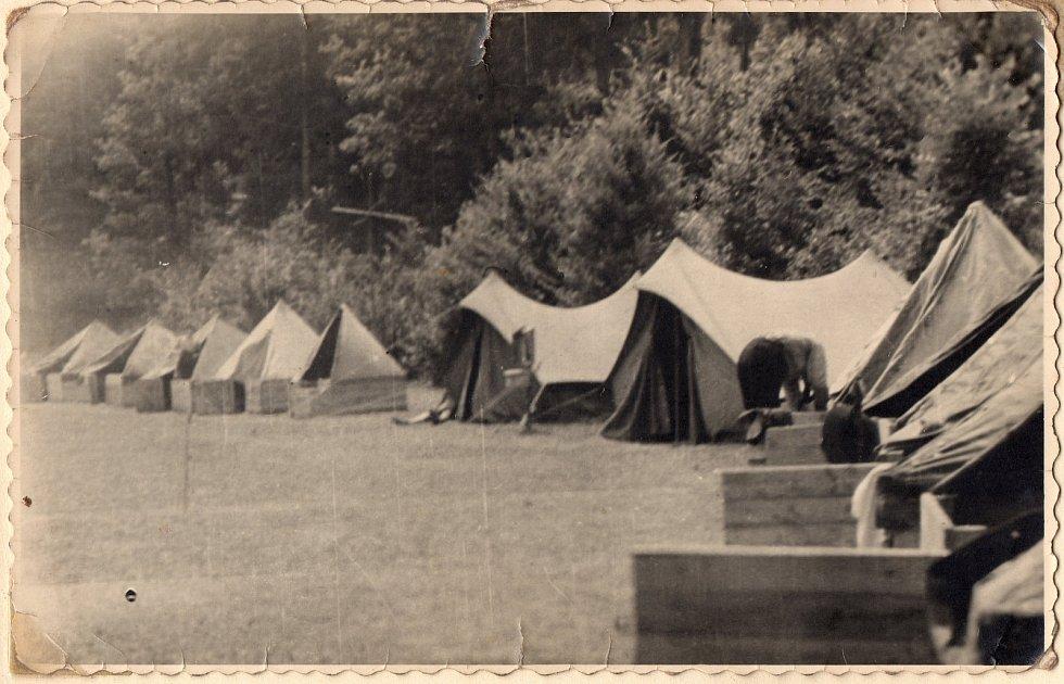 Junák Komárov (1945 - 1948). Skautský tábor u Podmokelského mlýna (1946).