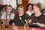 Chlebíčky, dortíky, káva, hudba a dobrá nálada provázely sobotní oslavu Mezinárodního dne žen v obci Tlustice.