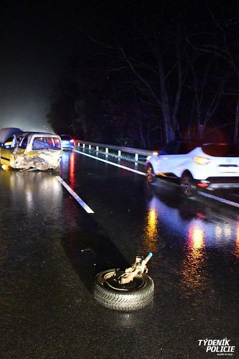 Opilý řidič boural u Jíloviště.