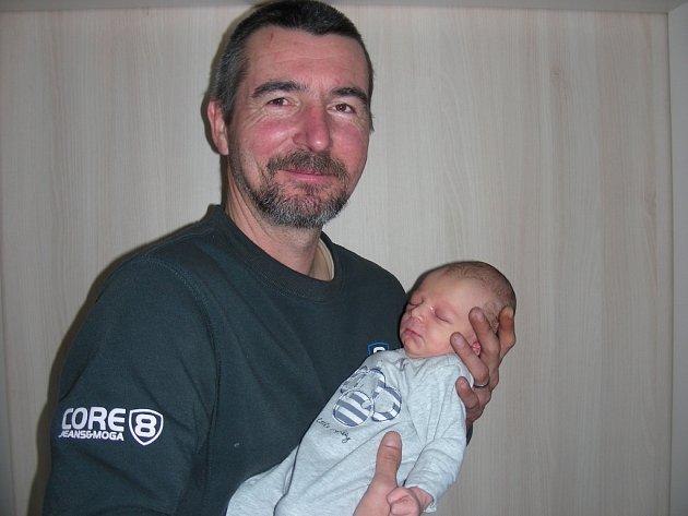 ALEXANDR Hlávka se narodil 16. února 2018 a jeho porodní váha byla 3,46 kg. Rodiče si své prvorozené štěstí odvezli z porodnice domů do Zaječova.