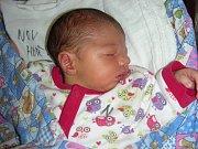 KE KRISTÝNCE (22 měs.) přibyla 5. května 2018 sestřička Karolínka. Holčička vážila po porodu 3,08 kg a měřila 48 cm. Manželé Hana a Rostislav Moulisovi si dcerku odvezli z porodnice domů do Cheznovic.