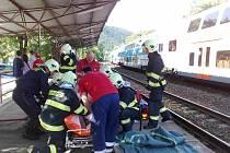 Vlak v Černošicích srazil jedenáctiletého chlapce