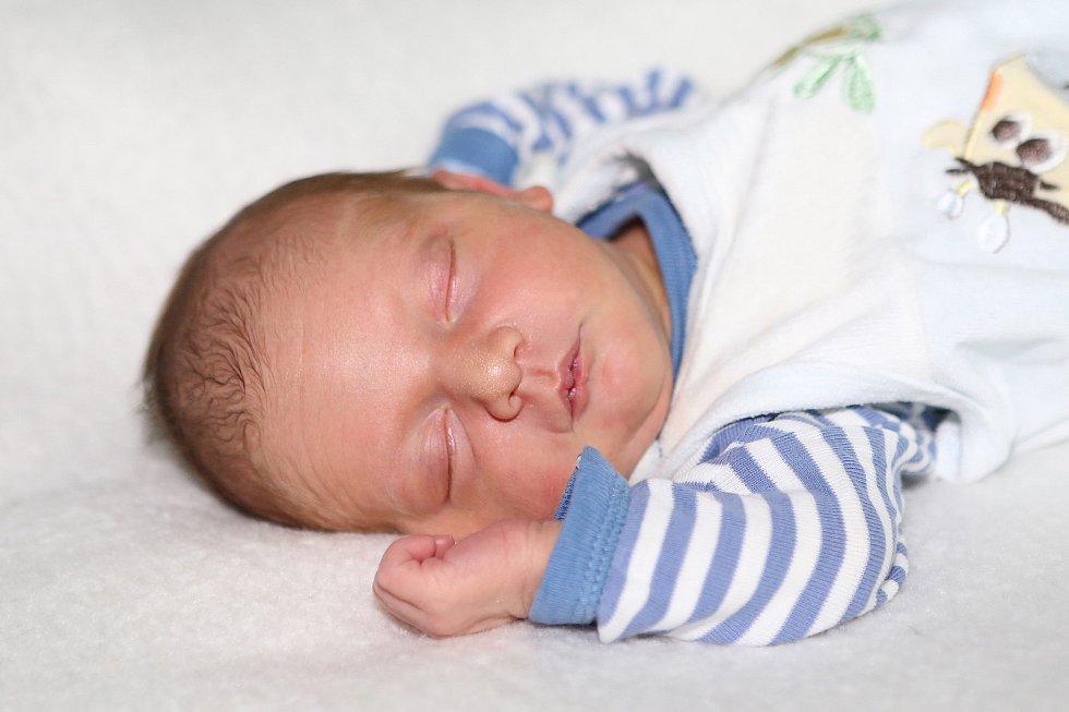 Jiří Straka se narodil 26. května 2021 v Příbrami. Vážil 3520 g a měřil 52 cm. Doma v Rybníkách ho přivítali maminka Veronika, tatínek Jiří a tříletá Natálka.