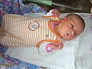 S PĚKNOU váhou 4,03 kg a mírou 53 cm se 16. listopadu 2017 narodila Adriana Vojířová, první miminko manželů Terezy a Ondřeje. Novopečení rodiče si Adrianku odvezli z hořovické porodnice domů do Dobříše.