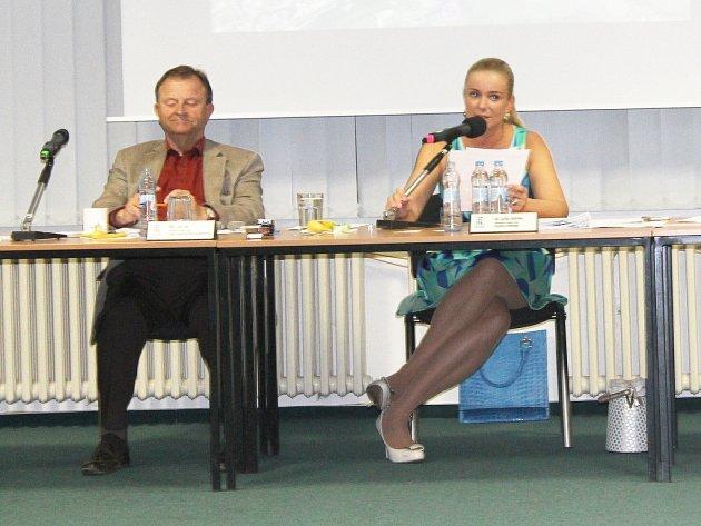 Starostka Šárka Endrlová s místostarostou Ivanem Kůsem. Ilustrační foto.