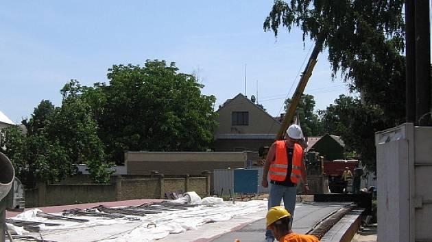 Kvůli opravě mostu jsou Praskolesy stále uzavřeny