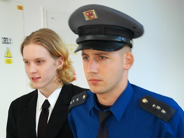 Lubomír Kubát byl dosud  jen v podmínce kvůli krádeži hliníku, teď stojí před soudem jako vrah.