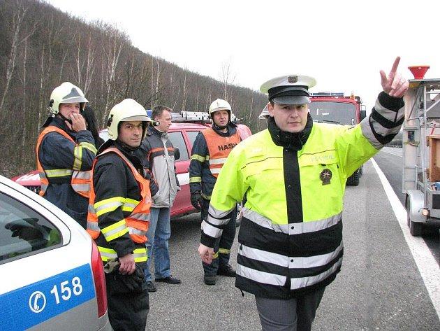 Na místě incidentu zasahovali hasiči a policie