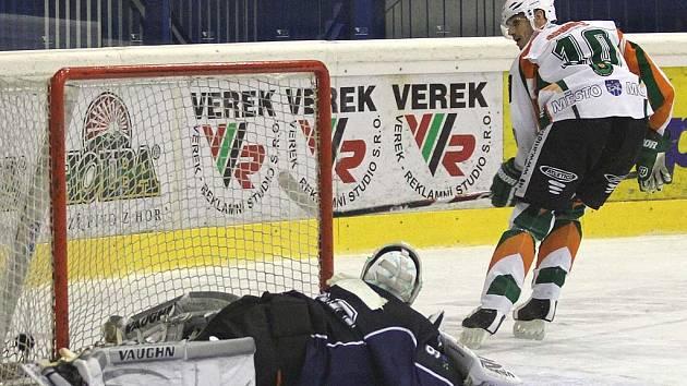 Zápas Medvědů s Mostem rozhodl útočník Ladislav Gengel.