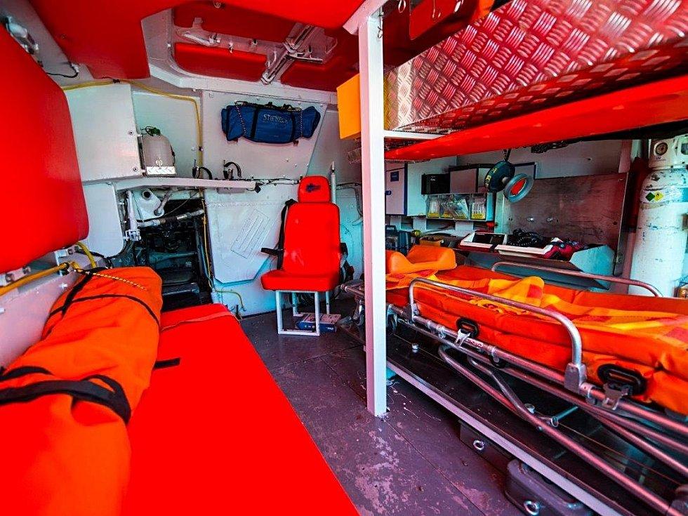 Záchranáři Trans Hospitalu Plus mají nyní k dispozici sanitní obojživelník BVP, který je určený k záchraně a evakuaci lidí z těžko dostupných míst