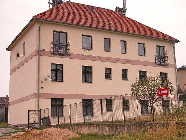 Obec Hudlice má 9 bytů, ve kterých se letos zvýšilo regulované nájemné o 25 procent