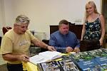 Ze křtu knihy 'Tajemství řeky Klabavy' v knihovně ve Strašicích.
