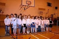 Žáci prvního stupně pilně nacvičovali zpěv, tanec i hru na hudební nástroje. Všem se představení moc líbilo