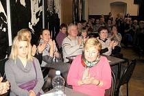 Březnová přednáška Nemocnice Hořovice se zaměří na nejčastější nádorové onemocnění žen. V Labi se konala i akce zaměřená na léčbu nádorového onemocnění tlustého střeva.