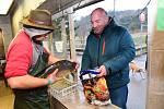 Z vánočního prodeje ryb na sádkách v králodvorských Popovicích.
