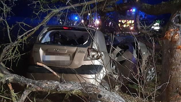 Tragická dopravní nehoda na silnici mezi mezi Suchomasty a Málkovem.