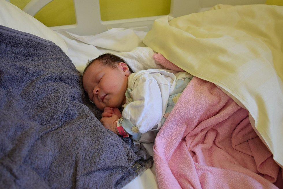Viktorie Vivien Kollárová se manželům Kristýně a Antonínovi narodila v benešovské nemocnici 13. května 2021 ve 3.25 hodin, vážila 3650 gramů. Doma v Načeradci na ni čekaly sestřičky Šarlota (4,5) a Klára (2,5)