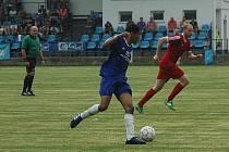 Remízou 1:1 skončilo utkání Hořovicka (v modrém) s Hvozdnicí.
