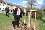 Na počest 100. výročí vzniku Československa se uskutečnilo v obci Tetín slavnostní sázení památné lípy.