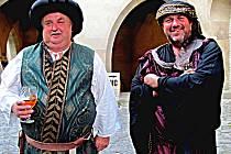 V Noci na Karlštejně si zahráli i starostové.