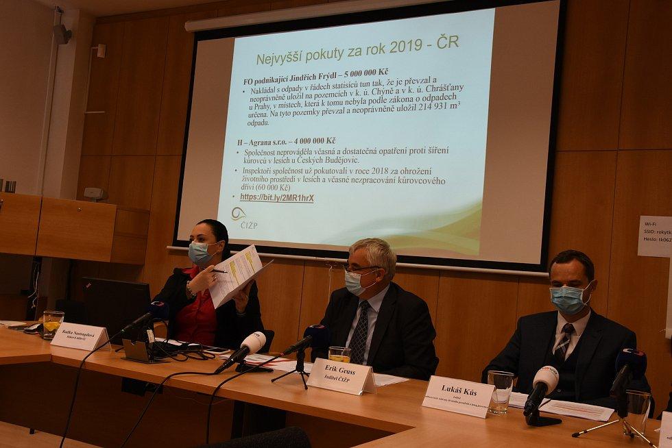 Na snímku zleva: mluvčí Radka Nastoupilová, ředitel Erik Geuss a ředitel odboru tech, ochrany životního prostředí Lukáš Kůs