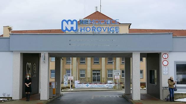 Vstup do areálu hořovické nemocnice.