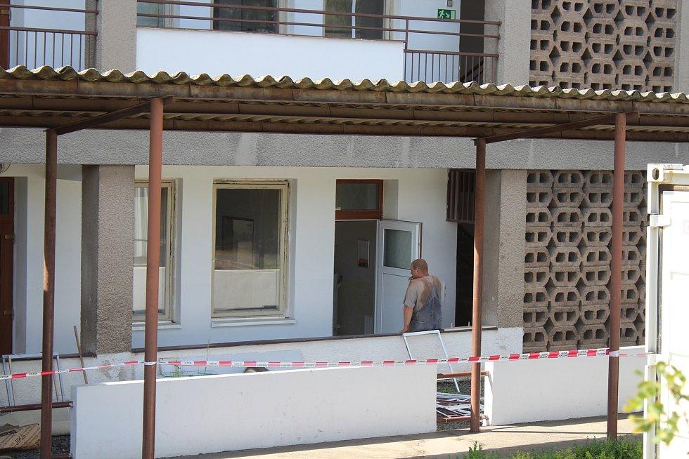 Ve hře je proto i možnost přístavby Mateřské školy Pod Homolkou. V této mateřské škole začala o letních prázdninách rekonstrukce rozvodů.