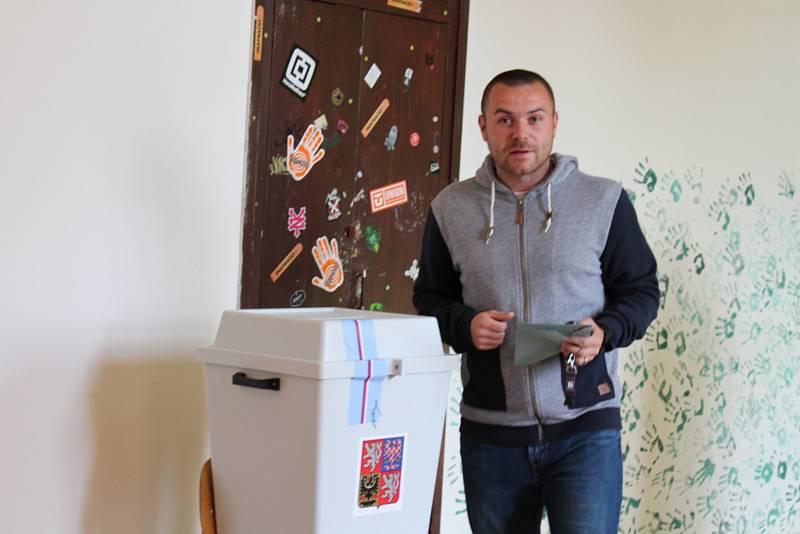 Úderem druhé hodiny se v pátek otevřelo 127 volebních místnosti v berounském regionu. Začaly volby do Poslanecké sněmovny Parlamentu České republiky. Zhruba sedmdesát tisíc voličů tak dostalo šanci ovlivnit politické dění ve své zemi. Z toho v Berouně jic