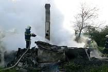 Při požáru chaty uhořel muž