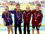 Na snímku je štafeta na 4 x 50 metrů polohový závod ve složení Františka Dočkalová, Martin Hončík, Barbora Míková a Matěj Palata, která si vyplavala po velkém boji bronzové medaile.