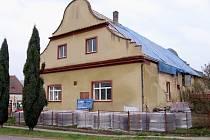 Záchrana první zděné budovy v Zaječově
